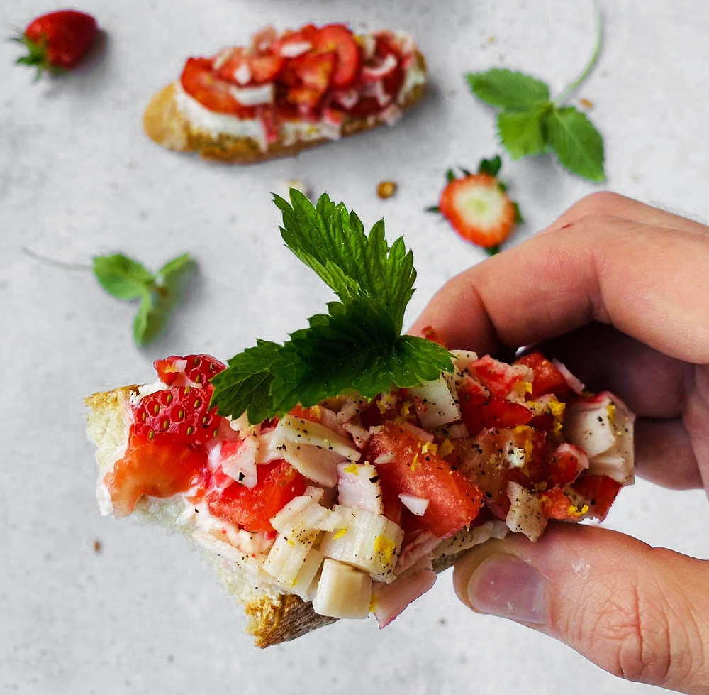 brusketa su sūrimio krabų lazdelėmis ir braškėmis, Alfo Ivanausko receptas