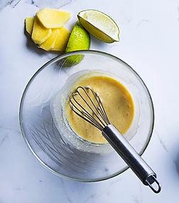 Kūną ir jausmus šildantis receptas: kokosų, imbiero ir kario marinatas viščiukui