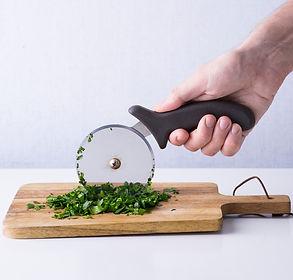 Virtuvės virtuozai: 10 triukų, kurie palengvins maisto ruošimo kasdienybę