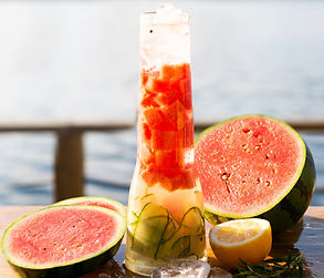 ALFAS VIENAS GAMTOJE receptas: gaivinantis arbūzinis mėtinis limonadas