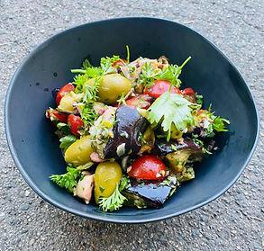 Keptų baklažanų ir pomidorų salotos Jūsų piknikui (Receptas)
