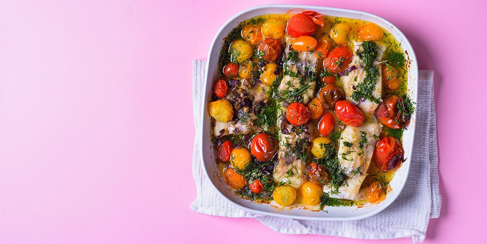 Balta žuvis su prieskoninėmis žolelėmis ir pomidorais, vmg receptas