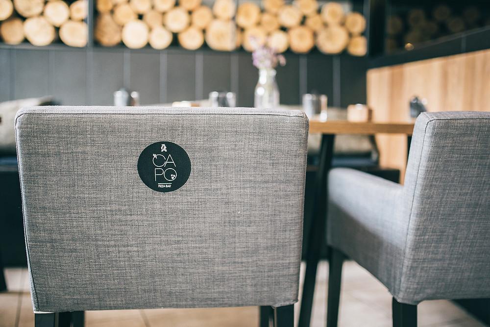 """Meniu pateikiami patiekalų pavadinimai yra rašomi itališkai. Kai kurie naujų patiekalų pavadinimai yra tiesiogiai susiję su Sicilija, jos vietomis ir tradicijomis. Netgi ir žodis """"Capo"""" yra itališkas bei istoriškai reiškiantis Sicilijos mafijos bosą (Valerijos Stonytės nuotr.)."""