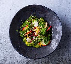 Gaivu, trašku, spalvota: perlinio kuskuso salotų su granatais ir obuoliais receptas