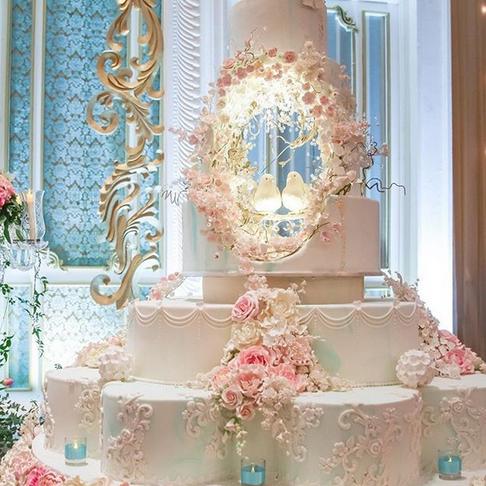 """""""Instagram"""": gigantiškos ir beprotiškos kainos tortai, primenantys pilis ir katedras"""