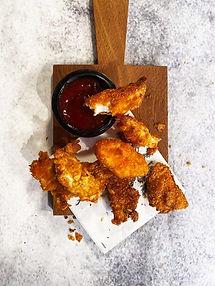 """Net 6 skirtingų skonių vištienos """"nuggets"""" su BBQ padažu"""