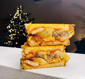 Karšti sumuštiniai su triušiena ir obuoliais