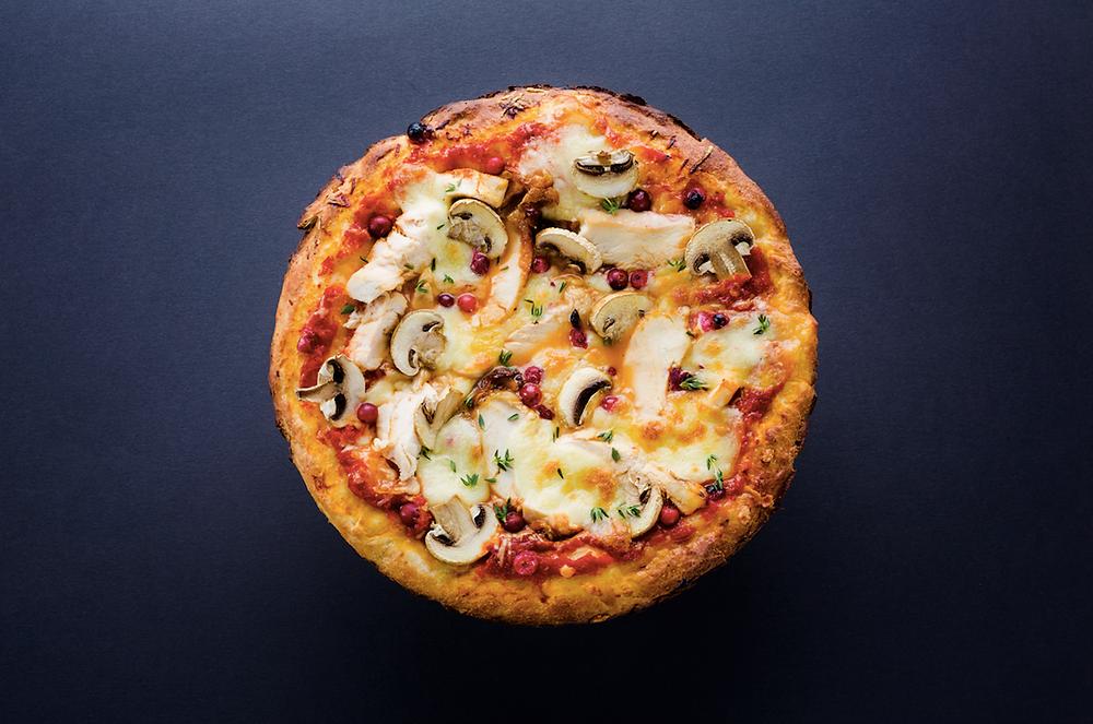 Pica su vištiena ir spanguolėmis, vmg receptas