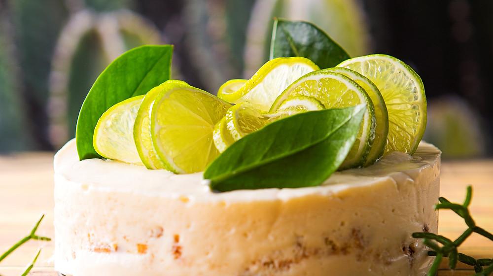 Žaliųjų citrinų ir sutirštinto pieno tortas, vmg receptas