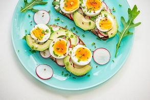 Skanusis Velykų ryto sumuštinis su kiaušiniais