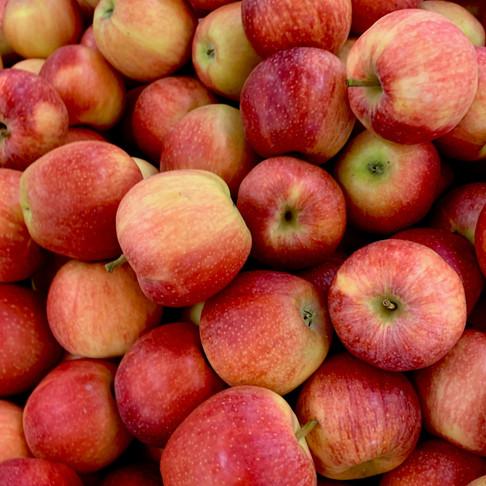 Atraskite obuolį iš naujo: kodėl jis tinka bulviniuose blynuose ir kiti vertingi patarimai