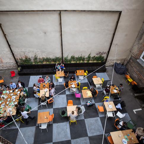 Jaukiausi Vilniaus kiemeliai, kuriuose dalijamasi maistu, muzika ir pokalbiais