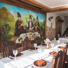 Į Trakus – ne tik dėl kibinų. Kaukazo virtuvės restoranas, pradėjęs nuo trijų plastikinių staliukų