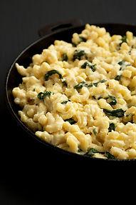 """Pagal visas Mac&Cheese tradicijas: makaronai su """"Comté"""" sūriu ir jaunais špinatais"""