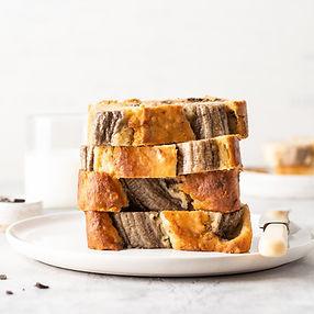 Bananų duonos su baltu šokoladu ir graikiniais riešutais receptas