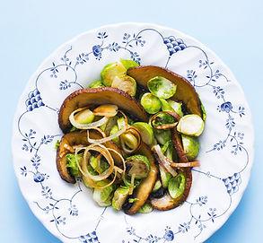 Šiltos briuselinių kopūstų salotos (Receptas)