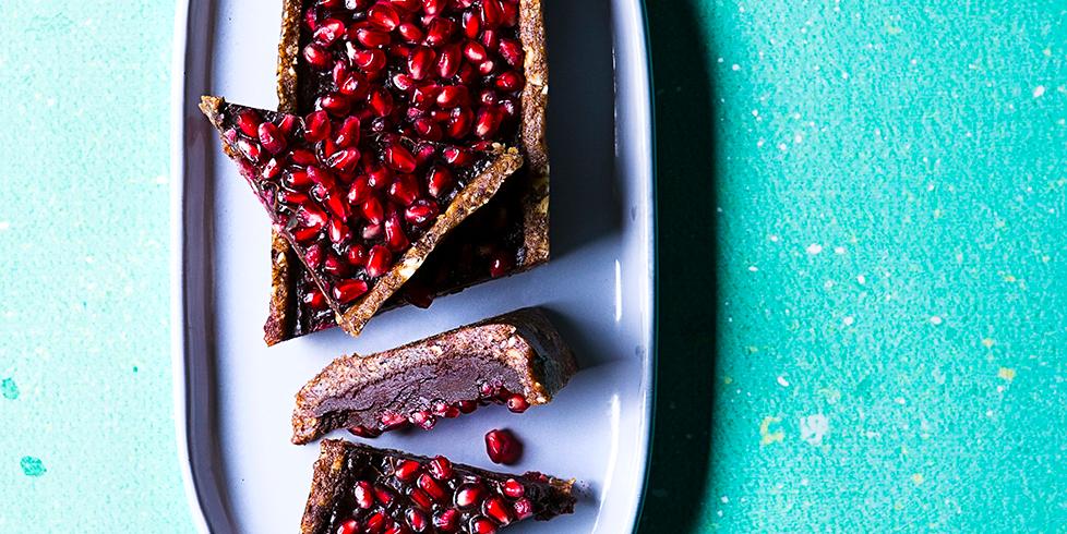 Nekeptas šokoladinis pyragas su granatais, vmg receptas