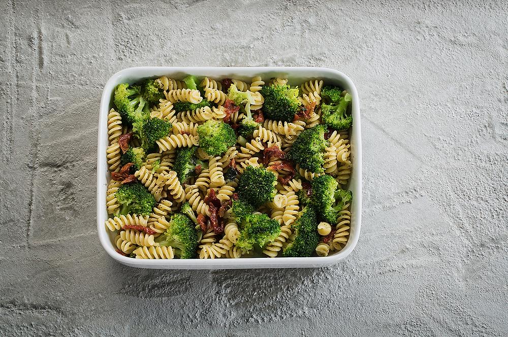 Makaronų salotos su brokoliais ir džiovintais pomidorais, vmg receptas