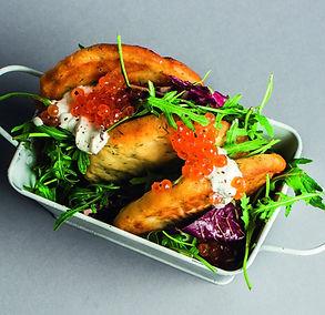 Palepinkite dėmesiu: varškėčiai salotose su krienais ir citrinine grietine