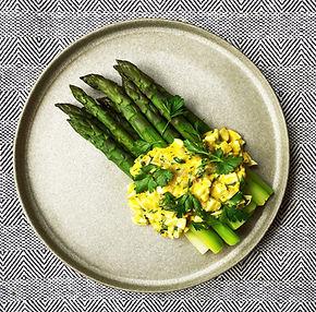Įkvepiantis šparagų su greitu padažu receptas
