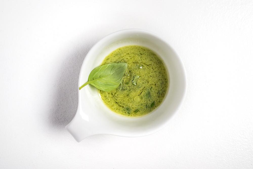 Avokadų ir baziliko padažas salotoms, vmg receptas