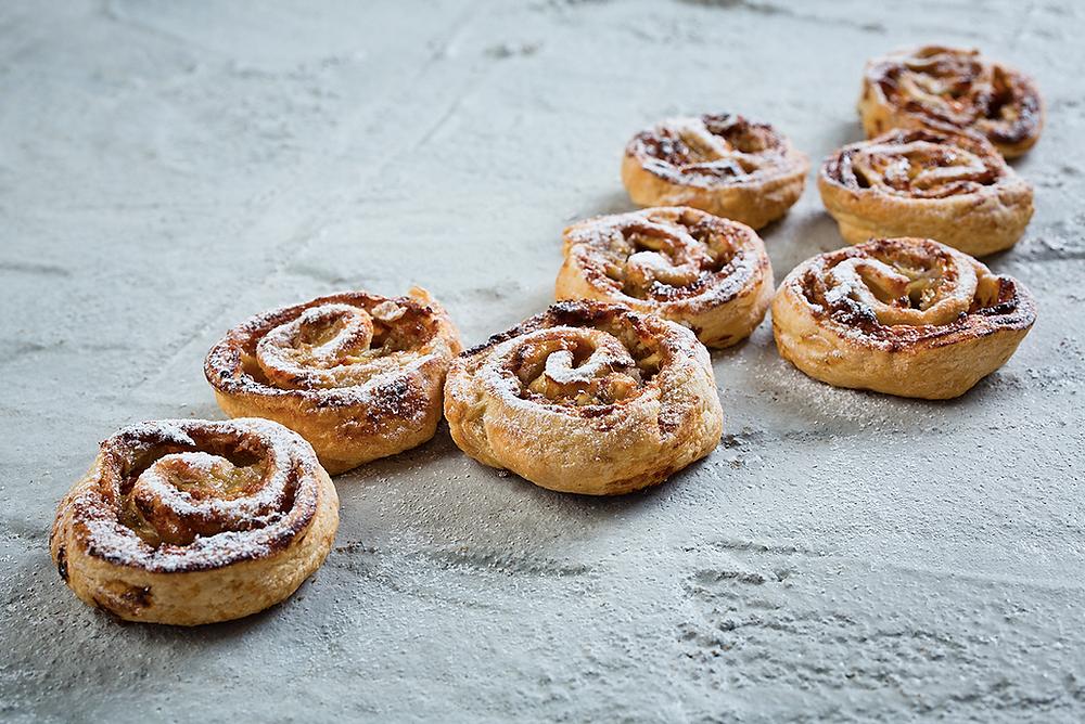 Sluoksniuotos tešlos pyragas su karamele ir obuoliais, vmg receptas