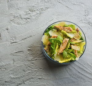 Vištienos salotos su avokadu ir kietuoju sūriu, vmg receptas