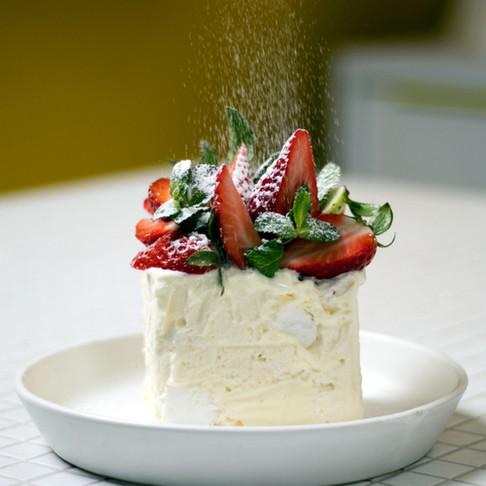 Nuodėmingas Valentino dienos desertas su morengais, zefyrais ir grietinėlės kremu
