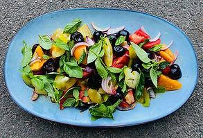 Gaivios pomidorų ir trešnių salotos (receptas)