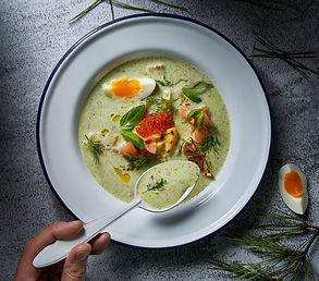 Šaltibarščių giminaičiai: skaniausių šaltų sriubų su pasukomis ar kefyru receptai
