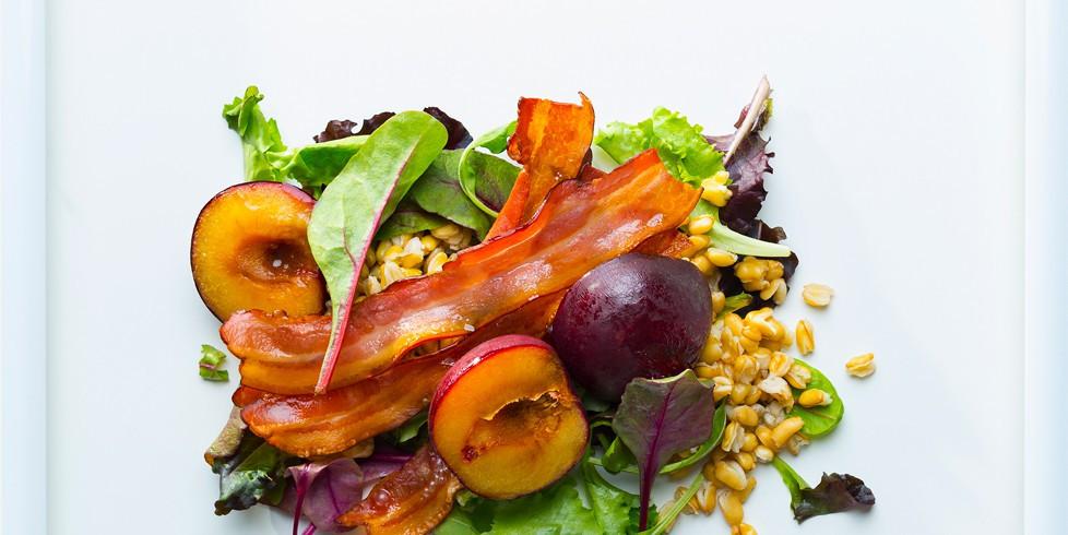 slyvų kviečių salotos su šonine