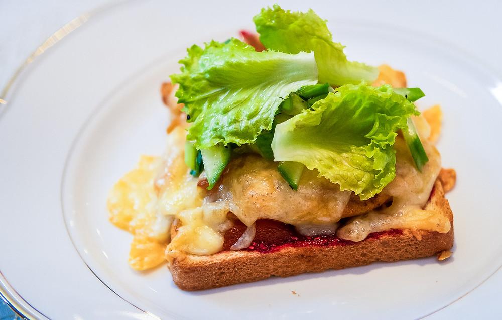 Karšti sumuštiniai su aviečių padažu, vmg receptas