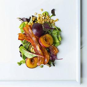 Kviečių salotų su slyvomis ir šonine receptas