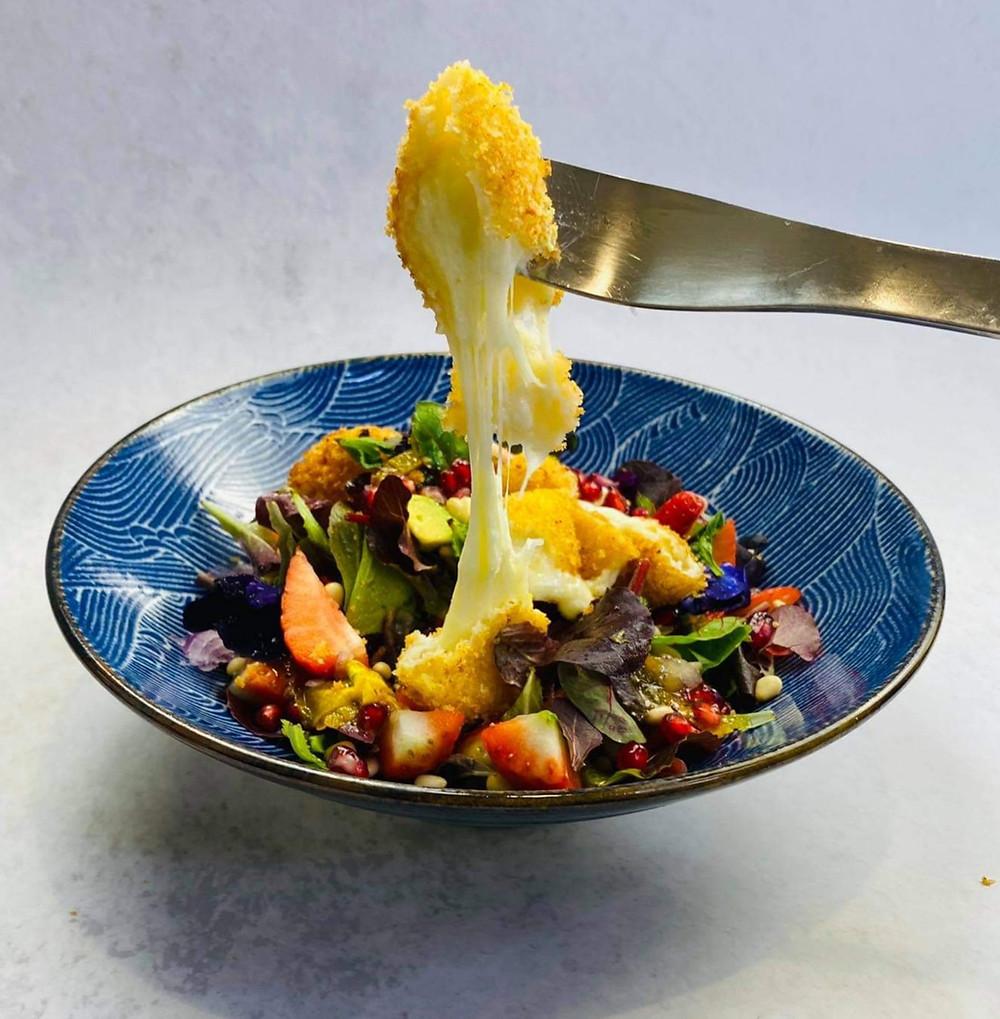 Mocarelos sūrio spurgytės, gaivios salotos, Alfo receptas
