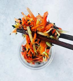 Traškios morkų salotos (Receptas)