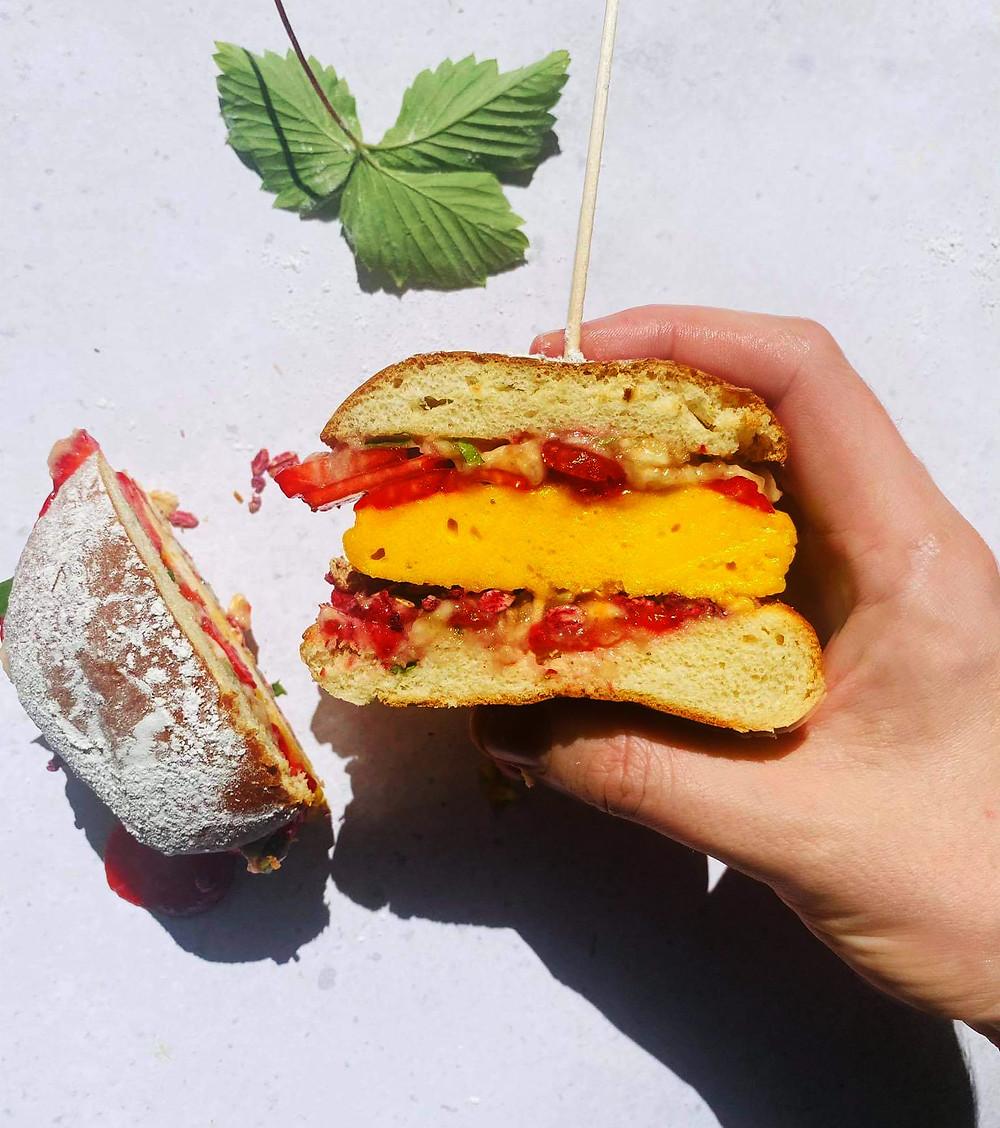 desertinis burgeris su braškėmis ir mangų paplotėliu, Alfo Ivanausko receptas