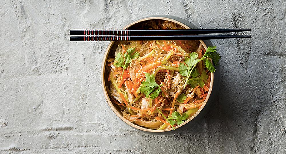 Azijietiškos salotos su vištiena, vmg receptas