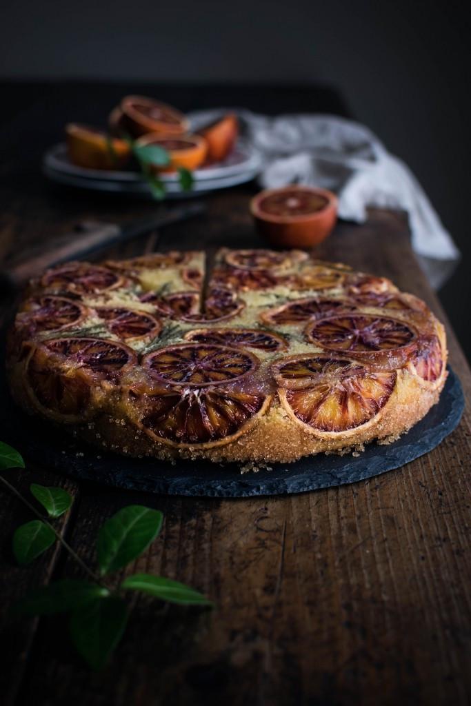 Raudonųjų apelsinų ir polentos pyragas. Justinos Ramanauskienės nuotr.