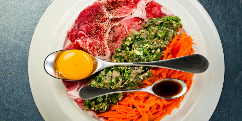 Veršienos ir kiaulienos kotletai su morkomis ir petražolėmis, vmg receptas