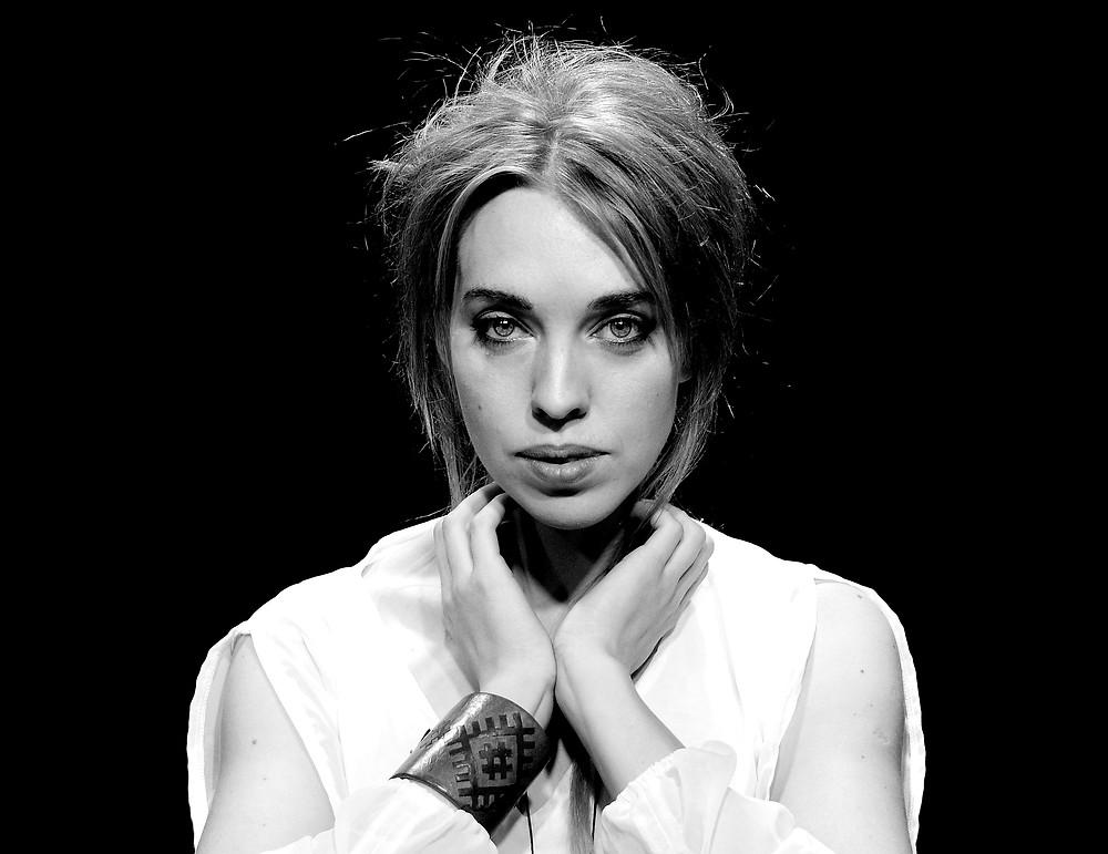 dainuojanti aktorė Austėja Gendvilaitė