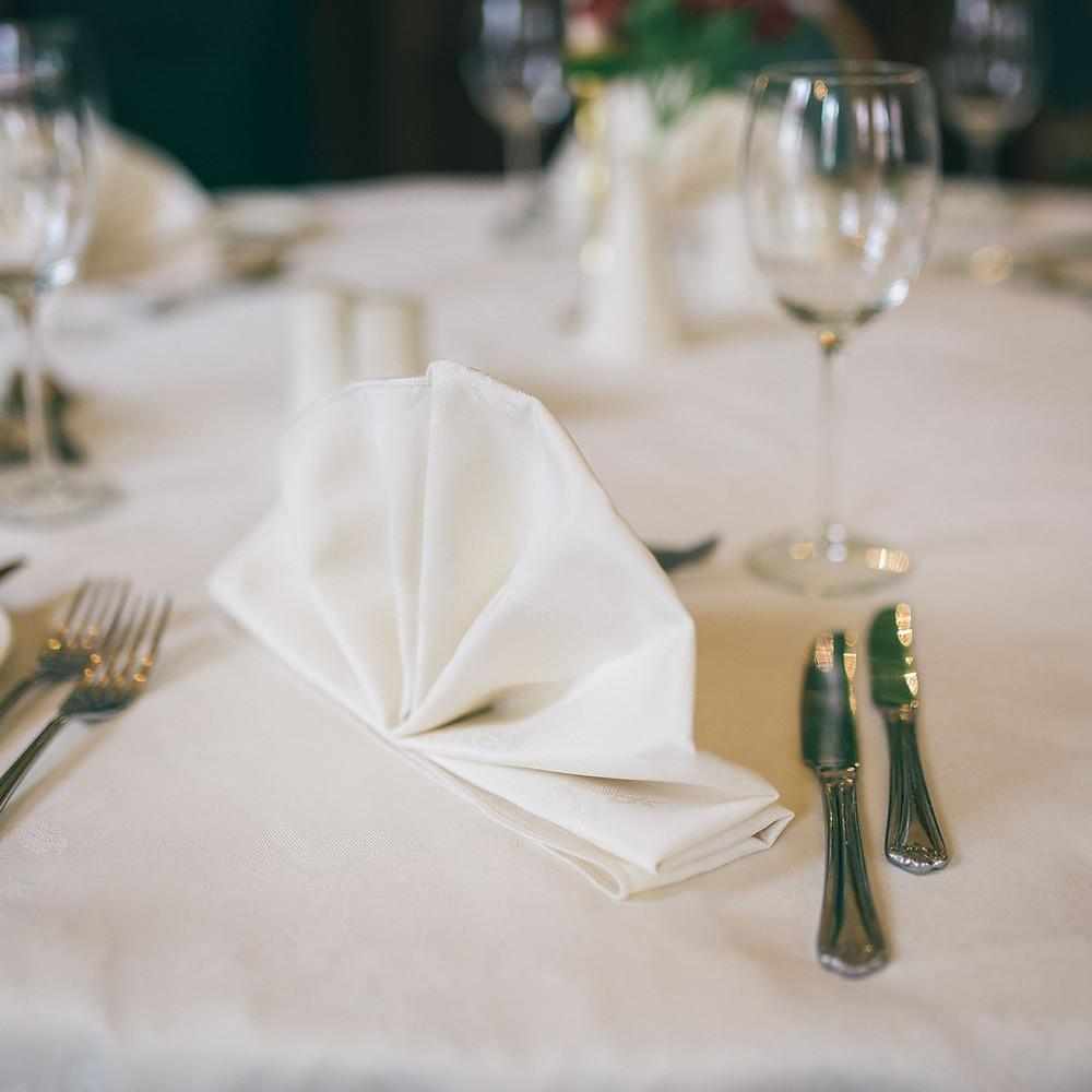 sonetai stalas serviruote
