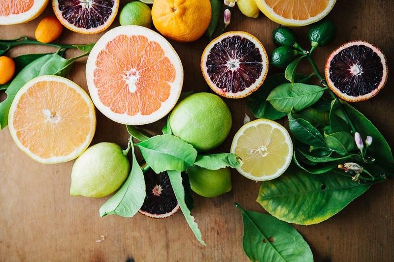 Citrusiniai vaisiai turi daug skaidulų ir nėra kaloringi, todėl padeda atsikratyti nereikalingų kilogramų.