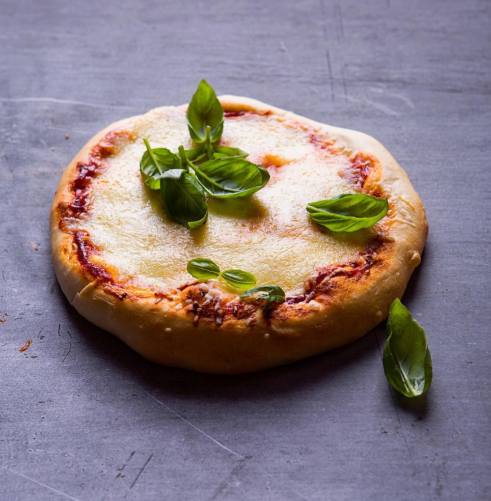 Storapadė pica su sūriu. Verdu ir kepu