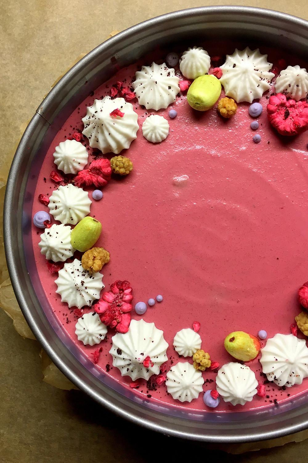 """Indrės Staniulytės nuotrauka """"Raw Cakes"""" tortukai ir kiti saldumynai gaminami iš riešutų, sėklų, šviežių ir džiovintų vaisių, uogų, daržovių, be jokio pridėtinio cukraus."""