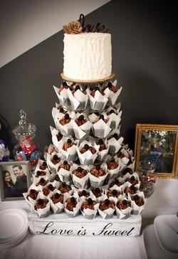 Single tier rustic wedding cupcakes