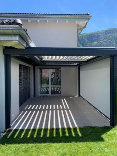 Pergola bioclimatique à Sion Suisse, marque Solembra