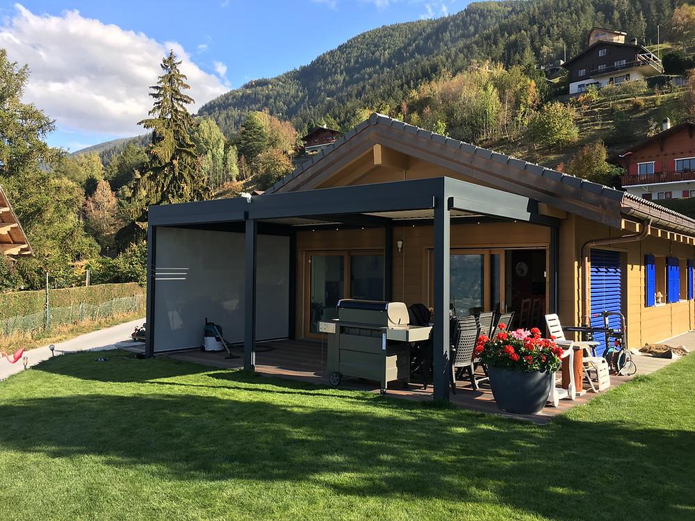 a pergola bioclimatique à lames orientables vous aide à profiter de vos espaces extérieurs toute l'année