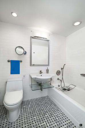 16c bathroom 2 lowres.jpg