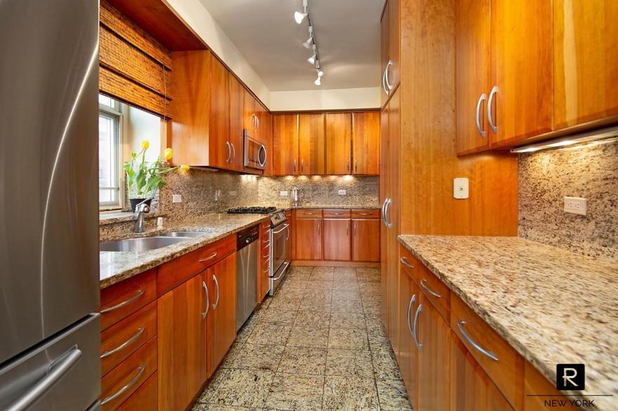 16c kitchen 2 lowres.jpg