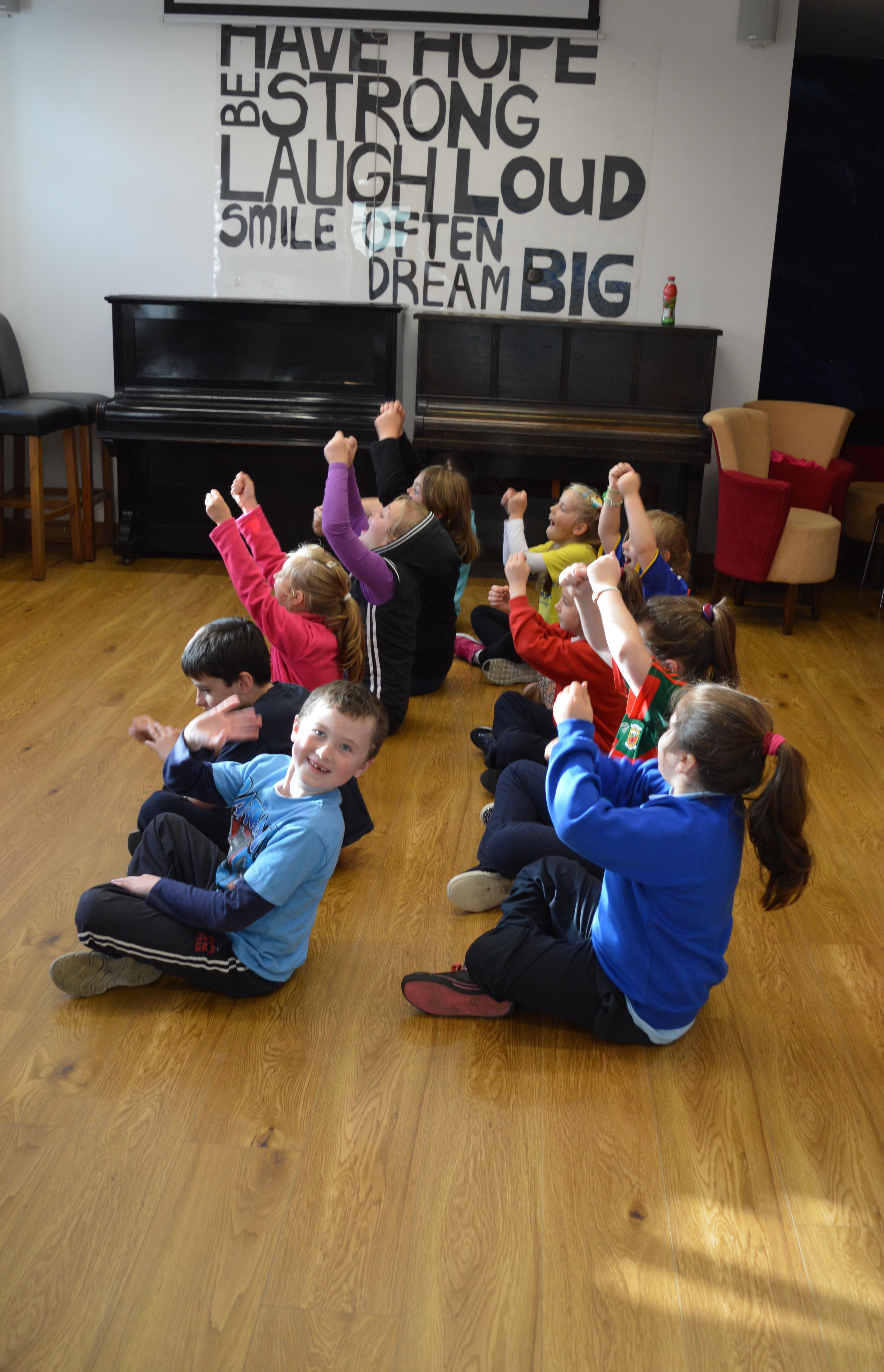 Sasa Dance with children